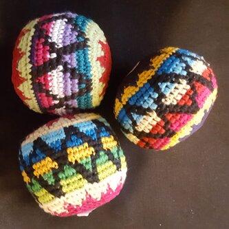juggling balls criss cross