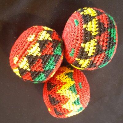 Juggling balls red